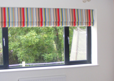 Roman blind and wallpaper
